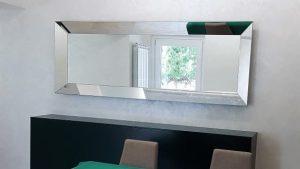 Come estendere lo spazio in casa usando gli specchi